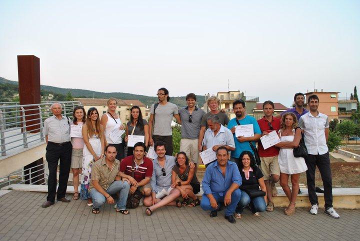 Il gruppo degli organizzatori con gli artisti